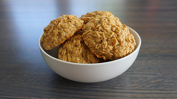 Eat-oatmeal-cookies-build-muscle