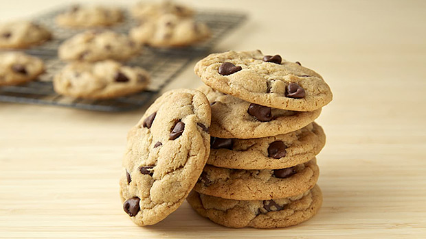 20-minute-chocolate-chip-protein-cookies