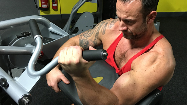 One-Arm Machine Curl